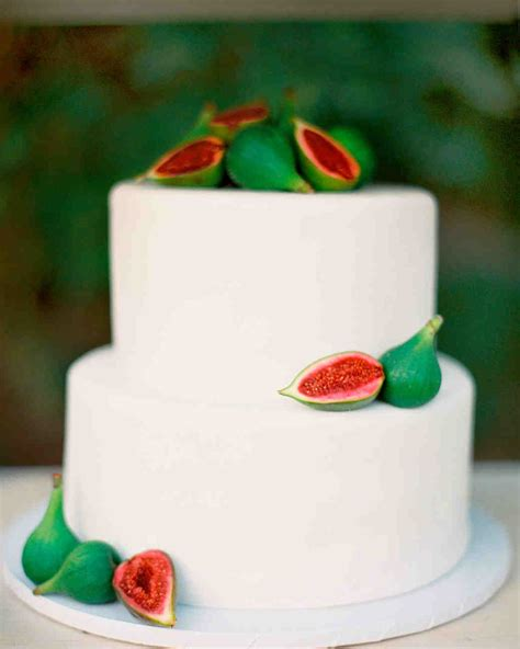 Simple Wedding Cake Decorations by 40 Simple Wedding Cakes That Are Gorgeously Understated