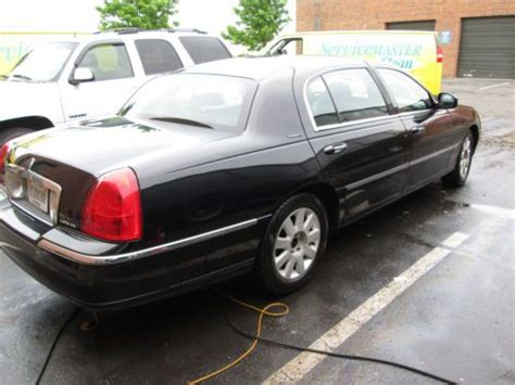 sell   lincoln town car executive  series