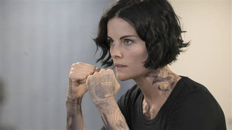 blind spot tattoo process blindspot star jaimie alexander reveals her seven hour