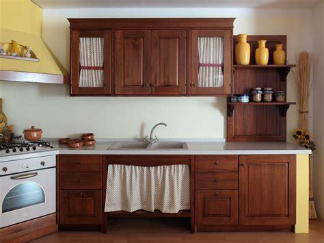 cucine in legno massiccio cucina in legno noce massiccio con struttura in finta