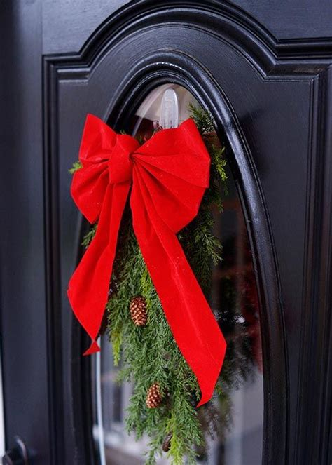command strips christmas decorating frontdoor garland 17 best images about welcoming wreaths on green wreath day wreaths and