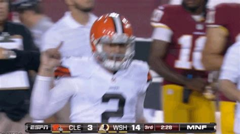 manziel bench johnny manziel flips off the washington bench nfl