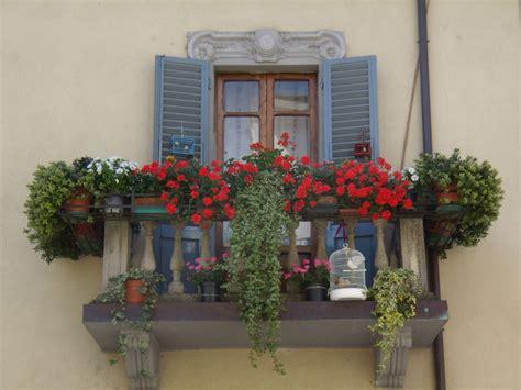 balconi fioriti inverno immagini cancello ed arnone news