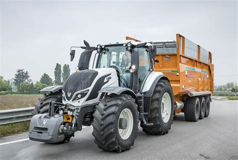 year of 2018 finalists tractor of the year valtra versu t254 smart touch tractor