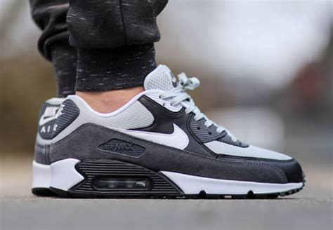 imagenes nike tavas the nike air max 90 gone greyscale sneakernews com