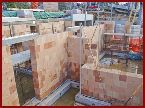 casa di cagna struttura in muratura portante legno sottofondazione