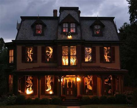Best Decorated Homes by 18 Craziest Halloween Decorated Homes Across The Globe
