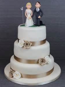 Beige and ivory roses wedding cake with golf cake topper no w1132