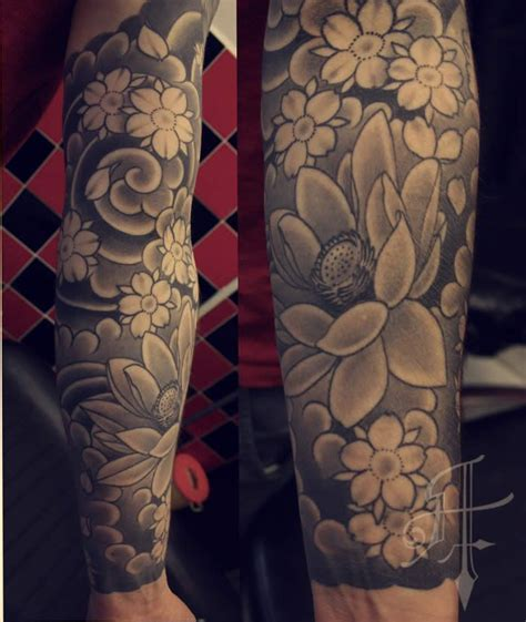 japanese flower tattoo black and grey japanese tattoos quarter sleeve japanese