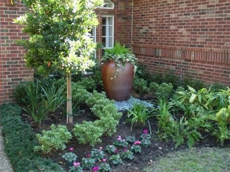 Driveway Entrance Planters by 1000 Images About Gardening On Driveway