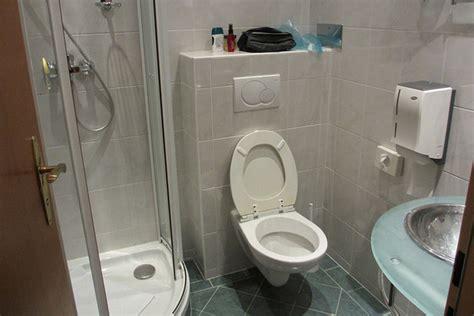 desain kamar mandi kecil dengan bathtub ide desain kamar mandi kecil tapi nyaman