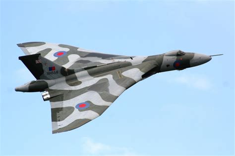 Boomber Voolcon vulcan bomber xh558 avro raf plane 4 wall canvas framed or poster print ebay