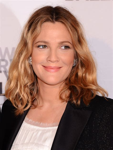 wavy medium length hair cuts for middle aged women drew barrymore medium wavy cut drew barrymore looks