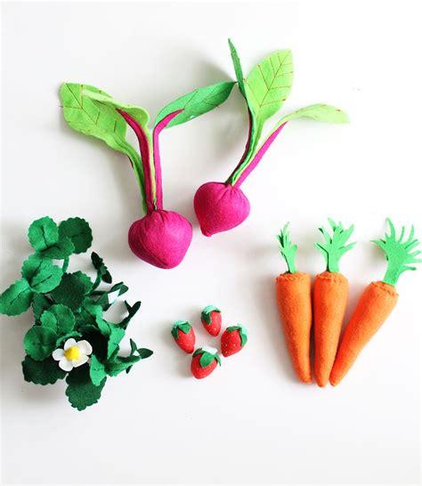 Diy Felt Garden Veggies Click Through For Instructions Felt Vegetable Garden