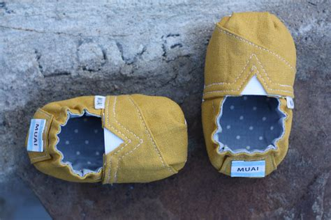 Handmade Shoes Tutorial - toms inspired baby and toddler shoes free pattern and