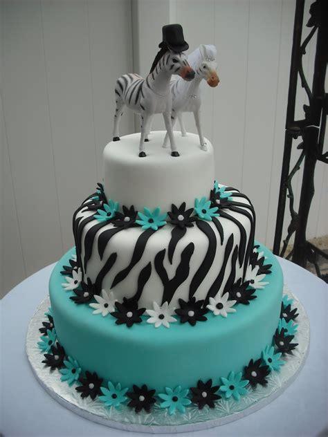 Zebra Pattern Cake Ideas   zebra stripes icing on a cake pipe crusting buttercream