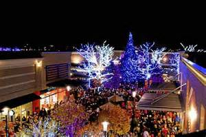 partridge creek mall adds to christmas tree lighting party