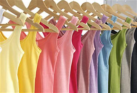 wie ordne ich meinen kleider im schrank richtig ordnung im kleiderkasten dm shop
