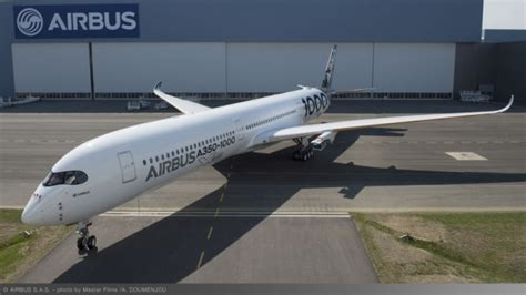 a350 flight test airbus unveils new livery on second a350 1000 test