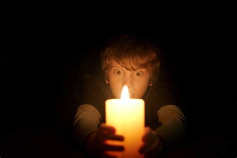 lights that move to lights out is the brilliantly scary surprisingly divisive
