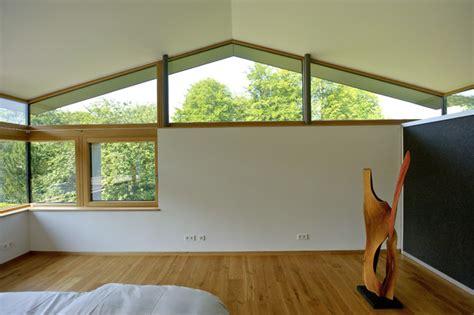 Modernes Badezimmer Design 3272 by Gr 246 223 Z 252 Giges Einfamilienhaus Mit Schwebendem Dach Und