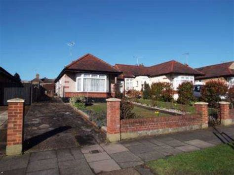 bungalows for sale in leigh on sea the fairway leigh on sea 2 bedroom bungalow for sale ss9