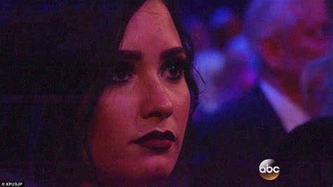 celine dion paris tribute celine dion brings american music awards 2015 to tears