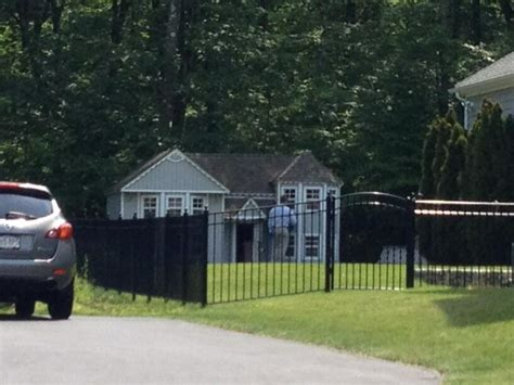 aaron hernandez dog house police searching aaron hernandez s dog s absurdly large dog house the big lead