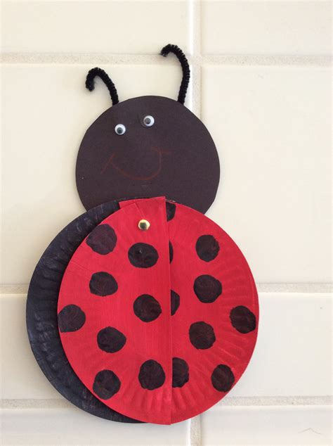 Ladybug Paper Plate Craft - paper plate bug craft preschool