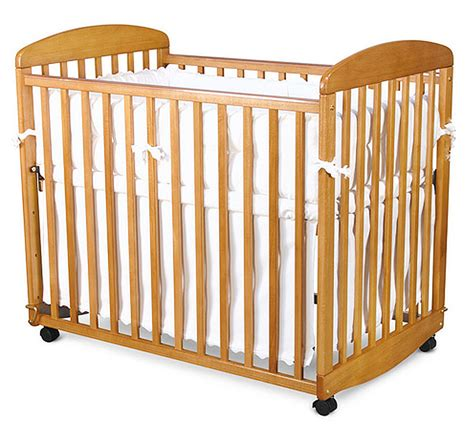 mini rocking crib da vinci alpha mini rocking crib in honey oak mdb m0598o homelement
