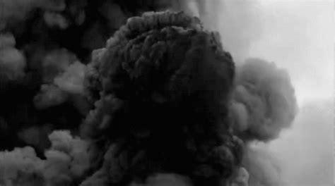 smoke flashy gif smoke flashy strobe discover gifs