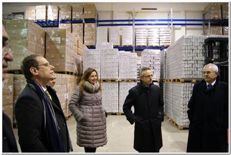 banco alimentare veneto il ministro catania visita il magazzino dell banco