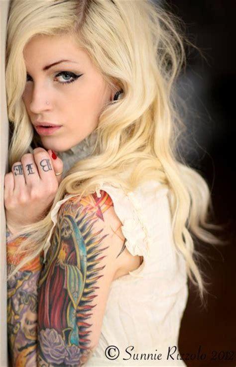 naked tattoo girl heavily tattooed sleeve knucle tattoos