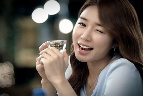 actress korean tv show yoo in na fronts chungha soju s new caign yoo in na