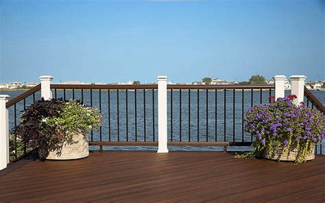 banister in spanish 25 best ideas about deck balusters on pinterest deck