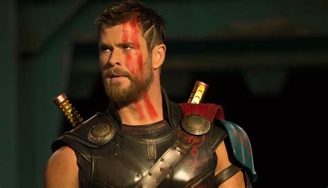 thor film photos chris hemsworth s new thor look revealed in ragnarok