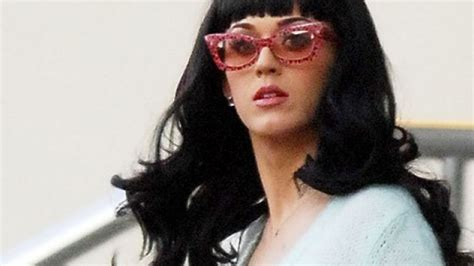 hat katy perry ein tattoo hat katy perry ein alkoholproblem promiflash de