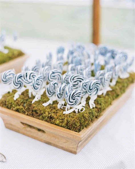 Wedding Favors Lollipops by 73 Edible Wedding Favors Guests Will Eat Up Literally