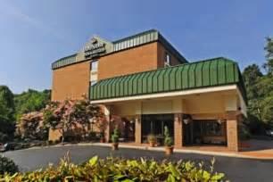 williamsburg va hotel near busch gardens country inn