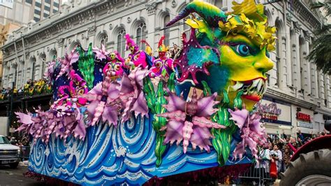 how to get at mardi gras 41 beautiful mardi gras parade pictures and photos
