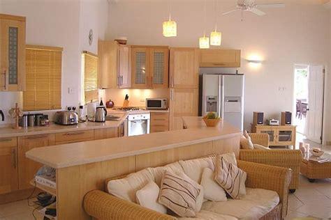 Kitchen Next To Living Room by Konyha A Nappaliban Nappali A Konyh 225 Ban Dettydesign