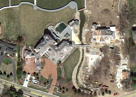 betsy devos house michigan amway heir dick devos 22 000 square foot michigan mansion