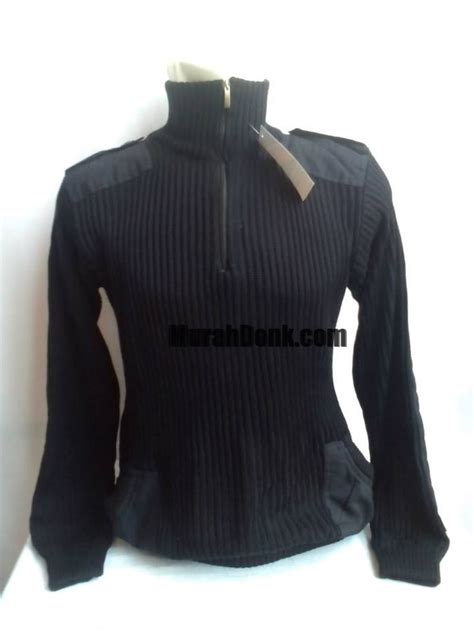 sweater hitam merk arm
