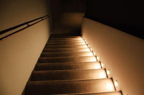 treppen led beleuchtung mit bewegungsmelder beleuchtung f 252 r treppen sicherheit bei jedem schritt