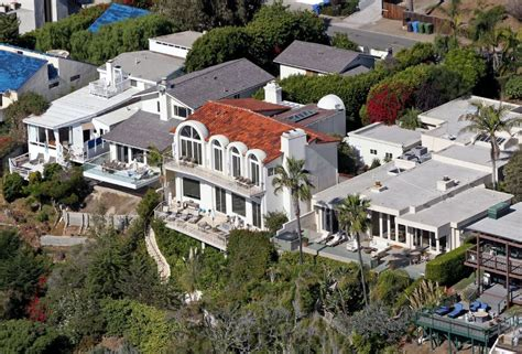 bruce jenner house sneak a peek inside kylie jenner s new house cambio