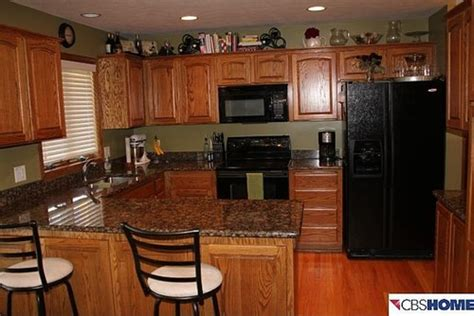 looking for ideas for painting living room and kitchen keep wood trim
