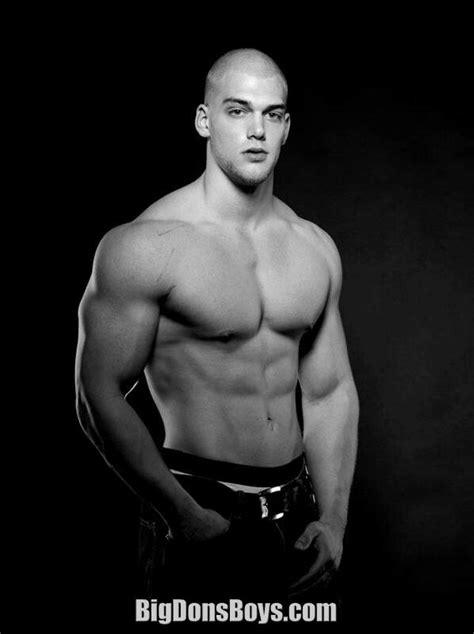 Tall bodybuilder Mischa Janiec