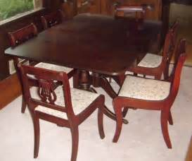 Duncan Phyfe Dining Table And Chairs Duncan Phyfe Dining Set With Lyre Back Chair With Paw Carved At Front Legs Sheraton