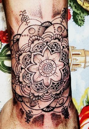 tattoos that look like henna it looks like a henna lol zayn malik tattoos