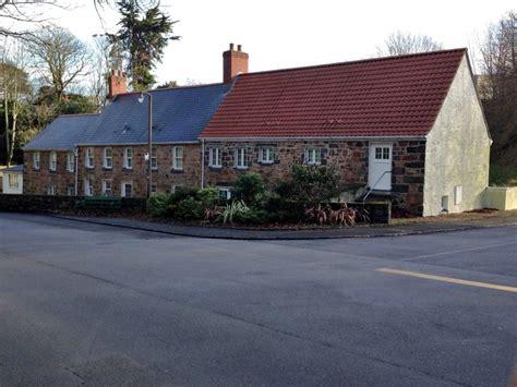 2 le vauquiedor farm cottages st carr 233